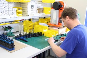 Assembly of a batch of eco-PENs at ViscoTec`s headquarters in Töging
