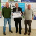 From left to right: preeflow manager Thomas Diringer, Weltkinderlachen board member Franz Trifellner and ViscoTec CEO Georg Senftl at the symbolic cheque presentation of the christmas donation.