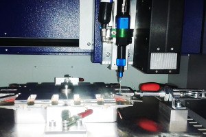 Anwendungsbeispiel preeflow Auftragung UV Klebstoff