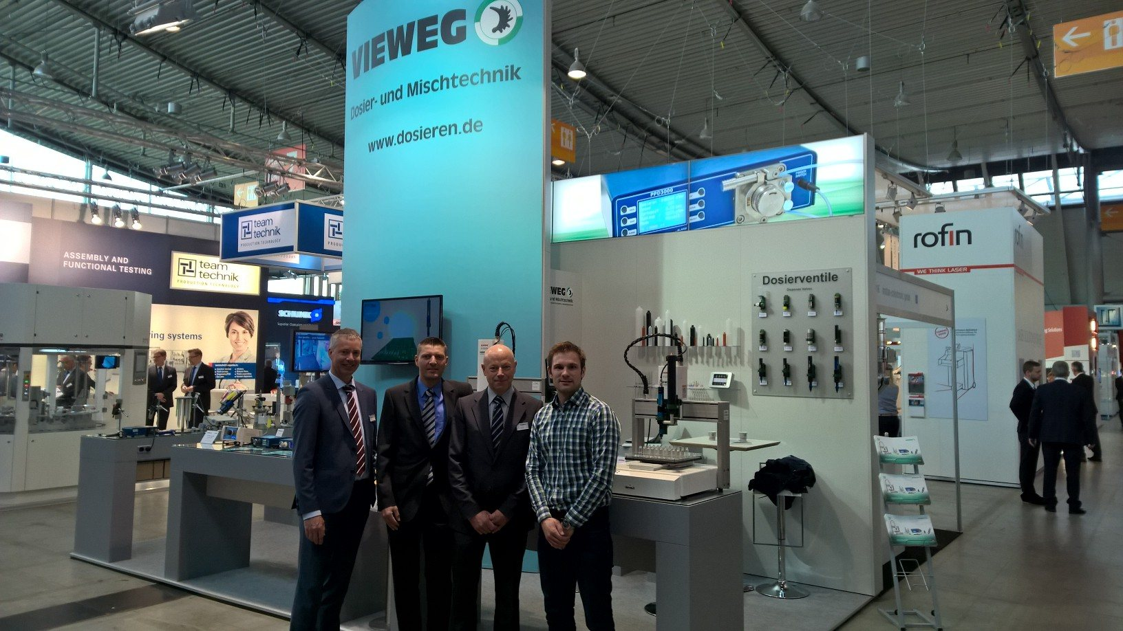 Vieweg Team and Felix Gruber from preeflow at the Medtec Europe