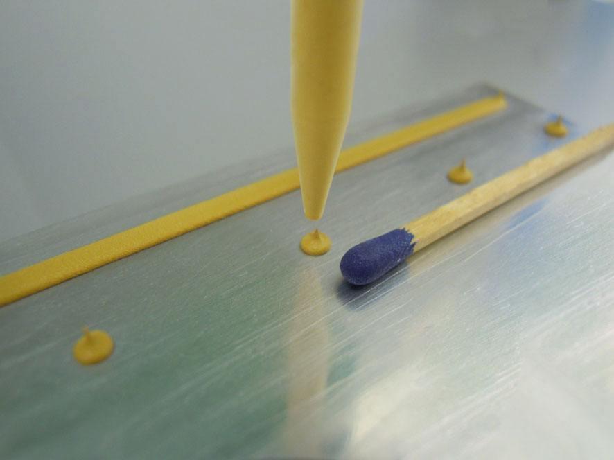 Wärmeleitpaste dosieren mit preeflow - Thermal Pastes dosed by preeflow