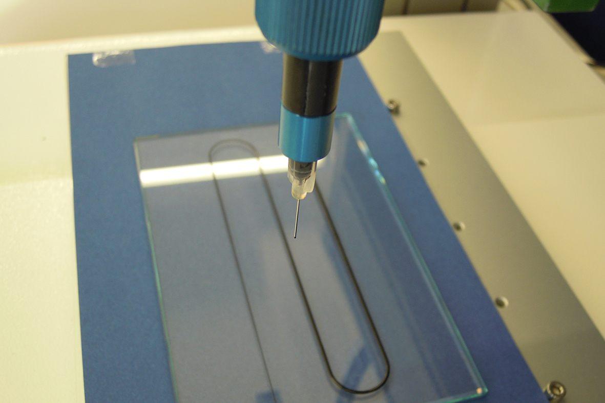 Dosierraupe auftragen mit dem preeflow eco-PEN