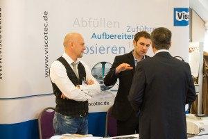 Leiter der Marke preeflow Thomas Diringer und Felix Gruber auf der Messe mkvs